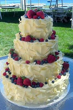 18 small rustic wedding cakes for the perfect reception in the country ❤ More information: www.we - Leckereien - Wedding Cakes Wedding Cake Rustic, Beautiful Wedding Cakes, Beautiful Cakes, Amazing Cakes, Cake Wedding, Wedding Cupcakes, Wedding Cakes With Fruit, Easy Wedding Cakes, Berry Wedding Cake