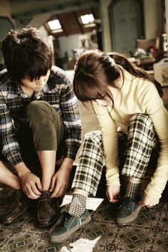 A Werewolf Boy. Song Joong Ki como Chul-Soo y Park Bo Young como Suni. Sung Joon, Song Joon Ki, Park Bo Young, Descendants, A Werewolf Boy, Park Hyung, Running Man, Drama Movies, Movies
