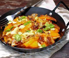 Carottes confites au four au miel, fèves, gingembre et noix de cajou