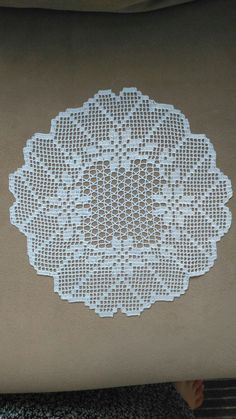Crochet Mat, Crochet Lace Edging, Crochet Round, Crochet Doilies, Free Crochet, Crochet Table Runner Pattern, Crochet Tablecloth, Filet Crochet Charts, Crochet Diagram