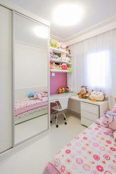 Confira inspirações de quartos de meninas com tamanhos, orçamentos e estilos variados e inspire-se para escolher o tema, utilizar o espaço e montar um ambiente funcional e charmoso, ideal para a sua pequena descansar, brincar e soltar a imaginação!