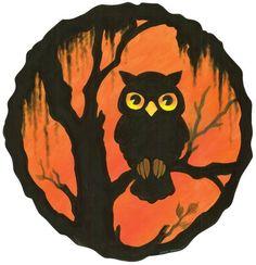 A Nostalgic Halloween: Retro Owl Decoration – Halloween Ideen Retro Halloween, Spooky Halloween, Photo Halloween, Vintage Halloween Images, Halloween Rocks, Vintage Halloween Decorations, Halloween Painting, Halloween Pictures, Halloween Cards