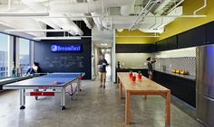 Cool Office Game Room Designs With Homey Features Office Break Room, Cool Office Space, Office Lounge, Office Space Design, Office Interior Design, Office Playroom, Corporate Interiors, Office Interiors, Commercial Design