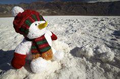 Foto von einer weihnachtlichen Stimmung im Death Valley Nationalpark in Kalifornien, USA.