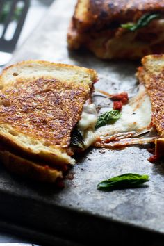 Pizza margarita, grilled cheese.