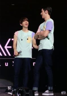 At this angle Sehun looks a million times taller than Baekhyun