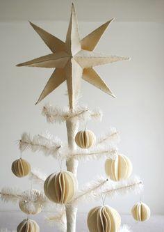 felt star tree topper how-to @ the purl bee Felt Christmas Ornaments, Noel Christmas, Ball Ornaments, Christmas Crafts, Christmas Decorations, White Christmas, Tree Decorations, Christmas Balls, Dough Ornaments