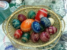 Pisanki - the decorated Easter eggs in Poland (8 kinds of decorated eggs detailed in article, along with collected designs used in them)