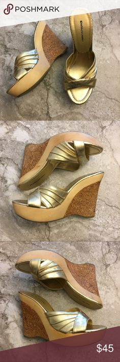 """Delicious Brand Gold Cork Platform Wedge sandals Delicious Metallic Gold Cork Platform Wedges 8.5  📦Same day shipping if P.O. Open ❤ Measurements approximate. Descriptions accurate to the best of my knowledge  Beautiful Metallic gold cork Platform Wedges: """"Delicious"""" is the brand. Size 8.5. Material: all man made. Upper and footbed are gold-toned, platform is wood, wedge is Cork and the bottom sole is rubber. Approximate measurements: 1.25"""" platform height, 4.75"""" wedge height. See photos…"""