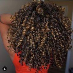 New hair black highlights curls 18 ideas hair highlights New hair black highlights curls 18 ideas Dyed Curly Hair, Curly Hair With Bangs, Colored Curly Hair, Dyed Natural Hair, Curly Hair Tips, Black Curly Hair, Curly Hair Care, Short Curly Hair, Natural Curls