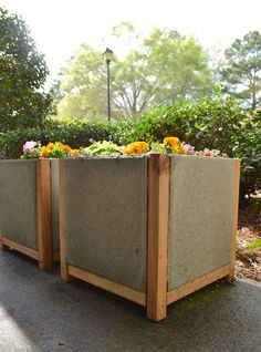 Build a Paver Planter the Easy Way! DIHworkshop Mod Podge Rocks is part of Diy concrete planters - Make a paver planter! DIY plant boxes with a modern look are easy and inexpensive to make with square concrete pavers and adhesive Outdoor Pavers, Diy Planters Outdoor, Diy Concrete Planters, Diy Planter Box, Raised Planter, Concrete Pavers, Concrete Garden, Square Planter Boxes, Concrete Crafts