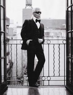 Karl Lagerfeld siempre mostrando clase. #Moda #Diseñador