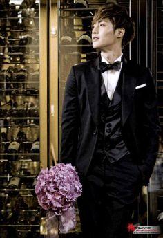 Hyun Joong - Lotte Busan Hotel Credit: Che_Gen + and Posted: by henecia ecuador Boys Before Flowers, Boys Over Flowers, Korean Male Models, Korean Celebrities, Brad Pitt, Korean Actresses, Korean Actors, Leonard Dicaprio, Drama Words