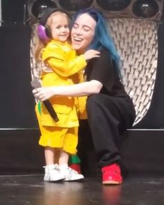 Oh😄😄😄so cute 🔥❤❤❤ . billieeilish love billie eilish badguy top fan billiee gucci xxxtentaction edit fan cat friends great billieeilishedit welove finneas first post star khalid eyes listenbeforeigo good onstyle Billie Eilish, Shawn Mendes, Medium Hair Cuts, Celebs, Celebrities, Music Artists, My Idol, Beautiful People, House Beautiful