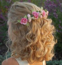 wavy hairstyle for flowergirls