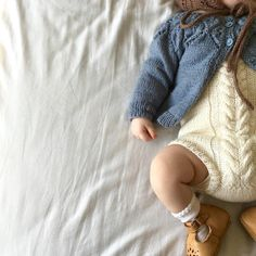 Love your classic denim skirt, but not sure how to style? Check out these different ways to wear a denim mini skirt to keep you looking fit AF! Little Fashion, Baby Girl Fashion, Kids Fashion, Knitting For Kids, Baby Knitting, Cute Outfits For Kids, Boy Outfits, My Baby Girl, Baby Love