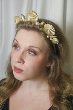 Golden Mermaid Shell Headband Undersea Glamour by WishUponABra Little Mermaid Makeup, Little Mermaid Costumes, Ariel The Little Mermaid, Mermaid Shell, Mermaid Crown, Mermaid Crafts, Mermaid Diy, Mermaid Costume Makeup, Seashell Crown