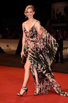 Elizabeth Banks no tapete vermelho do 72º Festival de Filmes de Veneza.
