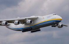 O Antonov AN-225 Mriya, o maior avião do mundo, único do seu modelo, dedicado ao transporte de c...
