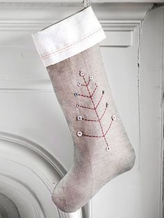 Gorgeous!  I love the simple tree.  credit: Woman's Day [http://www.womansday.com/home/craft-ideas/craft-project-christmas-stocking-113534]