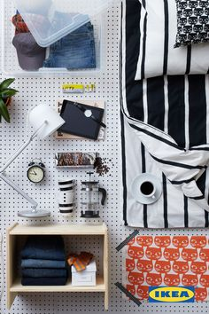 Make a graphic and mod statement in your college space by mixing multiple patterns with a two-toned color palette – like this IKEA TUVBRÄCKA duvet cover paired with the bright orange IKEA MATTRAM fabric! #IKEAStudyInStyle