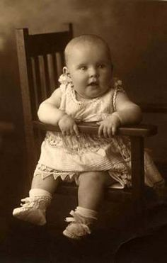 Sweet little baby on chair w unique dress Vintage photo Antique Photos, Vintage Pictures, Vintage Photographs, Vintage Images, Old Photos, Precious Children, Beautiful Children, Photo Postcards, Vintage Postcards