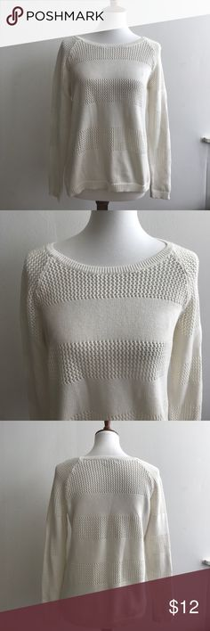 COMFY KNIT SWEATER GAP WHITE Size Small White Gap Designed & Crafted Knit Sweater Size Small 100% Cotton GAP Sweaters Crew & Scoop Necks