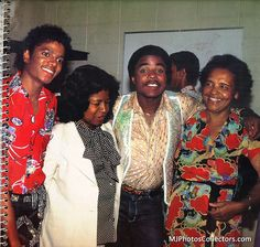 Michael Jackson - The King of Style, Pop, Rock and Soul! - Backstage, Triumph Tour, 1981. With Katherine, Tito and their grandmother. @carlamartinsmj