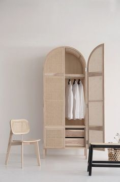 Chaise et armoire | cannage