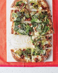 This is the ultimate sheet-pan meal! Smoky bacon combines with the buttery lettuce in this fresh pizza recipe. If escarole isn't available, swap in romaine lettuce instead. Pizza House, Vegetarian Pizza, Sheet Pan Suppers, Healthy Salmon Recipes, Good Pizza, Eat Pizza, Baked Salmon, Deep Dish, One Pot Meals