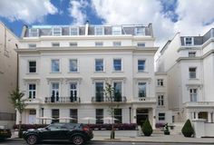 Park Grand London Lancaster Gate London A 2-minute walk from Hyde Park and Kensington Gardens, this 4-star hotel with air-conditioned rooms has excellent transport links to Heathrow Airport via Paddington Station.