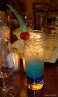 Recept Blue Lagoon Populaire zomer cocktail. Waan je op een wit strand op een zonnige dag.