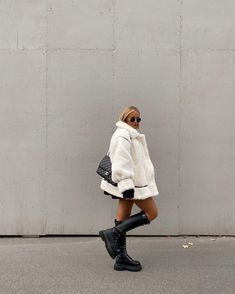 Be your own personal stylist & develop a chic wardobe! We've created the ultimate guide so you can step-up your style game while being authentic to yourself. Check out are favorite tips & tricks so you can feel your most confident self! #styleinpso #winterfashion #pinterestfashion #blackboots #instamodel #model #personalstyle #tips #wardrobe #chic #fashionista (Source: Unknown)