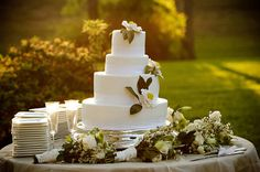 white camellia cake...I love the magnolia flowers...a touch of class and my dad
