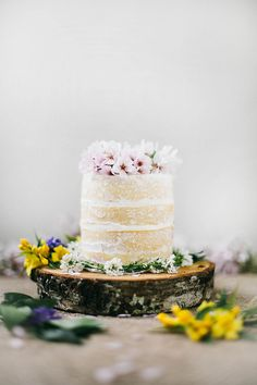Cake! |  Dusted and delightful wedding cake