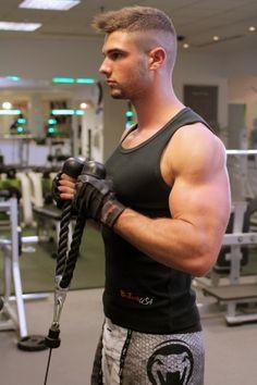 Bicepsz alsócsigán kötéllel