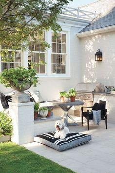 outdoor seating area with built in grill Outdoor Seating, Outdoor Rooms, Outdoor Living, Outdoor Decor, Home Tumblr, Built In Grill, Outdoor Kitchen Design, Kitchen Seating, Kitchen Nook