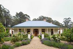 Houzz Australia Location: Berry, New South Wales Style At Home, Country Style Homes, Farmhouse Style, Farmhouse Plans, Modern Farmhouse, National Trust, Australian Country Houses, Australian Garden, Country Home Exteriors
