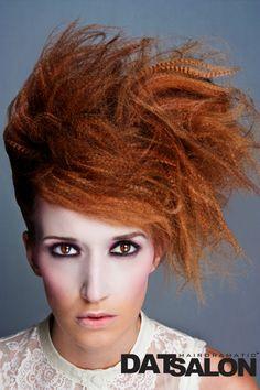 crimps creepn back Sixties Hair, 70s Hair, Short Red Hair, Very Short Hair, Punk Makeup, Hair Makeup, Hairstyles Haircuts, Straight Hairstyles, Balayage Hair Salon