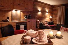 Chalet Tannenhof – Ferienwohnungen zum Wohlfühlen in Tirol – Charming Family Escapes Conference Room, Table, House, Furniture, Home Decor, Country, Dining Rooms, Essen, Zugspitze