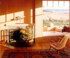 California beach house. Love the windows. I can imagine lounging on the window seat, reading a good book. Turnbull Griffin Haesloop Architects