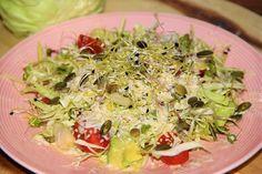 Lunch salade met basilicum spread | Lunch salad with basil spread | Lunch salade | Lunch salad | Basilicum | Basil | Spread | Salade | Salad | Groen | Green | Eten | Food | Gezond | Healthy | Dreambody transformation | De Levensstijl | Asja Tsachigova Cabbage, Grains, Salads, Rice, Lunch, Vegetables, Healthy, Food, Eat Lunch