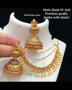 Gold jewelry Indian Auction - Gold jewelry Indian For Men - Gold jewelry Indian Small - Gold jewelry Bold Gold Jhumka Earrings, Jewelry Design Earrings, Gold Earrings Designs, Ear Jewelry, Antique Earrings, Necklace Designs, Jhumka Designs, Jewelry Sets, Ear Chain