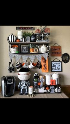 Classy Halloween Party Decoration Who wouldn't envision this time? Halloween party is the ideal time to hold spooky outfit parties! Obviously, grown-ups and kids are both anticipating wear their imaginative and one of a kind outfits [. Spooky Halloween, Halloween 2019, Holidays Halloween, Halloween Crafts, Happy Halloween, Halloween Ideas, Halloween Stuff, Country Halloween, Halloween Tattoo