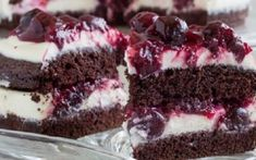 Rich Chocolate Cake with White Chocolate Mousse and Cherry Sauce ~Sweet & Savory Raspberry No Bake Cheesecake, Peppermint Cheesecake, Brownie Cheesecake, Brownie Toppings, Brownie Bites, Brownie Cake, White Chocolate Mousse, Chocolate Cake, Chocolate Heaven