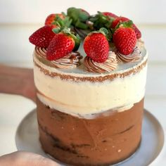 This Top Deck chocolate mud cake really is the best of both worlds. White chocolate, milk chocolate, plus fresh strawberries make this the perfect cake. Top Deck Chocolate, Ultimate Chocolate Cake, White Chocolate Buttercream, Round Cake Pans, Round Cakes, Baking Recipes, Cake Recipes, Fashion Cakes, Recipes