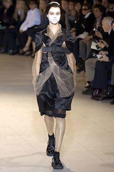 Comme des Garçons Spring 2007 Ready-to-Wear Fashion Show - Egle Tvirbutaite