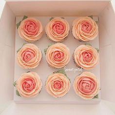 Rose cupcake set