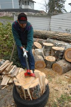 (Phys.org) —Finnish inventor Heikki Kärnä is the man behind the Vipukirves Leveraxe, which is a precision tool for splitting firewood. He designed the tool to make the job easier and more efficient, with no need for an external source of energy. In short, he has redesigned the axe. This is a lever-based axe. The axe head is attached to the handle from the side and not through the center. This results in the center of gravity of the axe head being to one side of  the center line of strike…