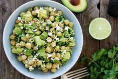 Τα υγιεινά: ρεβίθια με αβοκάντο και φέτα | Κουζίνα | Bostanistas.gr : Ιστορίες για να τρεφόμαστε διαφορετικά Feta Salat, Diet Recipes, Healthy Recipes, Legumes Recipe, Vegetable Protein, Potato Salad, Healthy Eating, Healthy Food, Vegetarian